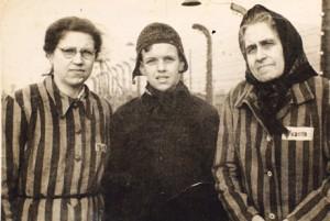 Oleg Mandić  s majkom i bakom