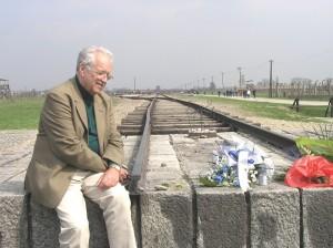 Oleg Mandić u Auschwitzu na kraju pruge