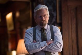 Michael Douglas ostavlja u Marvelovim pričama jači trag nego čak i Robert Redford, i to ne samo zbog uloge koju njegova čestica ima u okvirnoj mitologiji: kao Hank Pym, on utjelovljuje onaj odlazak za korak-dva predaleko u potrebi da se voljeno sačuva po svaku cijenu, što je jedan od lajtmotiva franšize