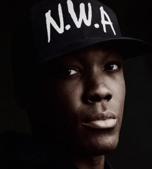 """Ljepotan Corey Hawkins za nove će naraštaje ljubitelja hip-hopa biti Dr. Dre, današnji glazbeni mogul koji potpisuje slušalice kakve nose klinci koji imaju love. """"Straight Outta Compton"""" romansirana je priča o njegovoj burnoj mladosti"""