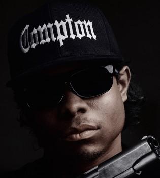 """Simpatični Jason Mitchell duša je """"Comptona"""" kao pokojni Eazy-E; iako je počeo kao sitni diler droge, Eric Wright je i uživo bio najdopadljiviji član sastava N.W.A., ponosni Nigga With Attitude"""