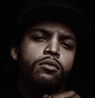 Utjelovljen u pojavi svog juniora, o čijem rođenju film i govori (što je mrvu čudno), O'Shea Jackson proslavio se pod nadimkom Ice Cube i sad, kao jedan od producenata ovog filma, pazi kako će ga povijest upamtiti