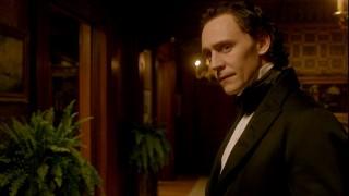 Zamijenivši prvotno izabranog Benedicta Cumberbatcha u ulozi Thomasa Sharpea, Tom Hiddleston pokazuje se kao zanimljiviji izbor svojom sposobnošću da jednako uvjerljivo tumači i anđela i đavla. Kad se film odvažava to istraživati, briljira: ali del Toro nije redatelj koji će glumcu dati da ga mijenja