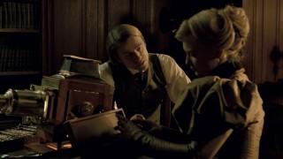 """Televizijski glumac Charlie Hunnam počeo je surađivati s del Torom u njegovu prethodnom filmu. Nakon """"Bitke za Pacifik"""", ugodno je iznenađenje otkriti da nije negledljiv glumac, čak ni u najnezahvalnijoj ulozi unutar priče. Što je točno trebalo značiti zanimanje doktora McMichaela za duhove, scenaristi?"""
