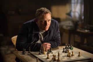 Daniel Craig se nakon ovog filma možda neće vratiti ulozi: zato je užitak gledati do koje mjere uživljeno prolazi kroz priču koja ga odvodi ne tek u središte, nego i u samo izvorište urotničke hobotnice po kojoj je film naslovljen