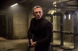 """""""Skyfall"""" u isti mah tvori veliki finale Craigove ere i ono najbolje u žanru koji danas vrvi vrsnim pretendentima. Filmski James Bond više nije na izdisaju, kao toliko puta dosad: sada je glavno pitanje kako dalje, i može li uopće bolje"""