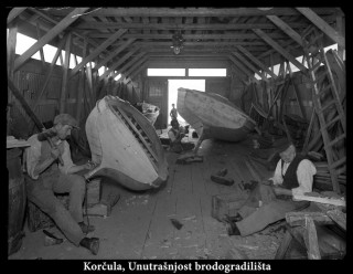 Ovo je moj nono (u sredini), a desno je moj bižnono Vincenco Visko. U svom su brodogradilištu.