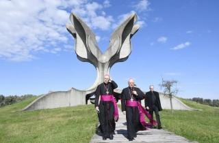 Mons. Giorgio Lingua je prvi apostolski nuncij koji je posjetio spomen područje Jasenovac (Foto Nikola Ćutuk/PIXSELL)