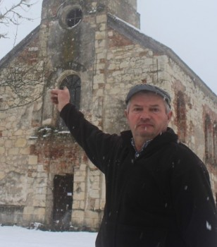 Čuvar pokraj crkve – Boris Adžić  Foto: Vladimir Jurišić