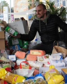Gomila namirnica prikupljena u zadarskom kafiću  Foto: Vladimir Jurišić