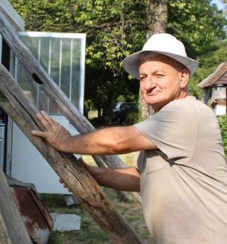"""Nedjeljko Bjelić pokraj """"stabilizatora"""" za kontejner"""